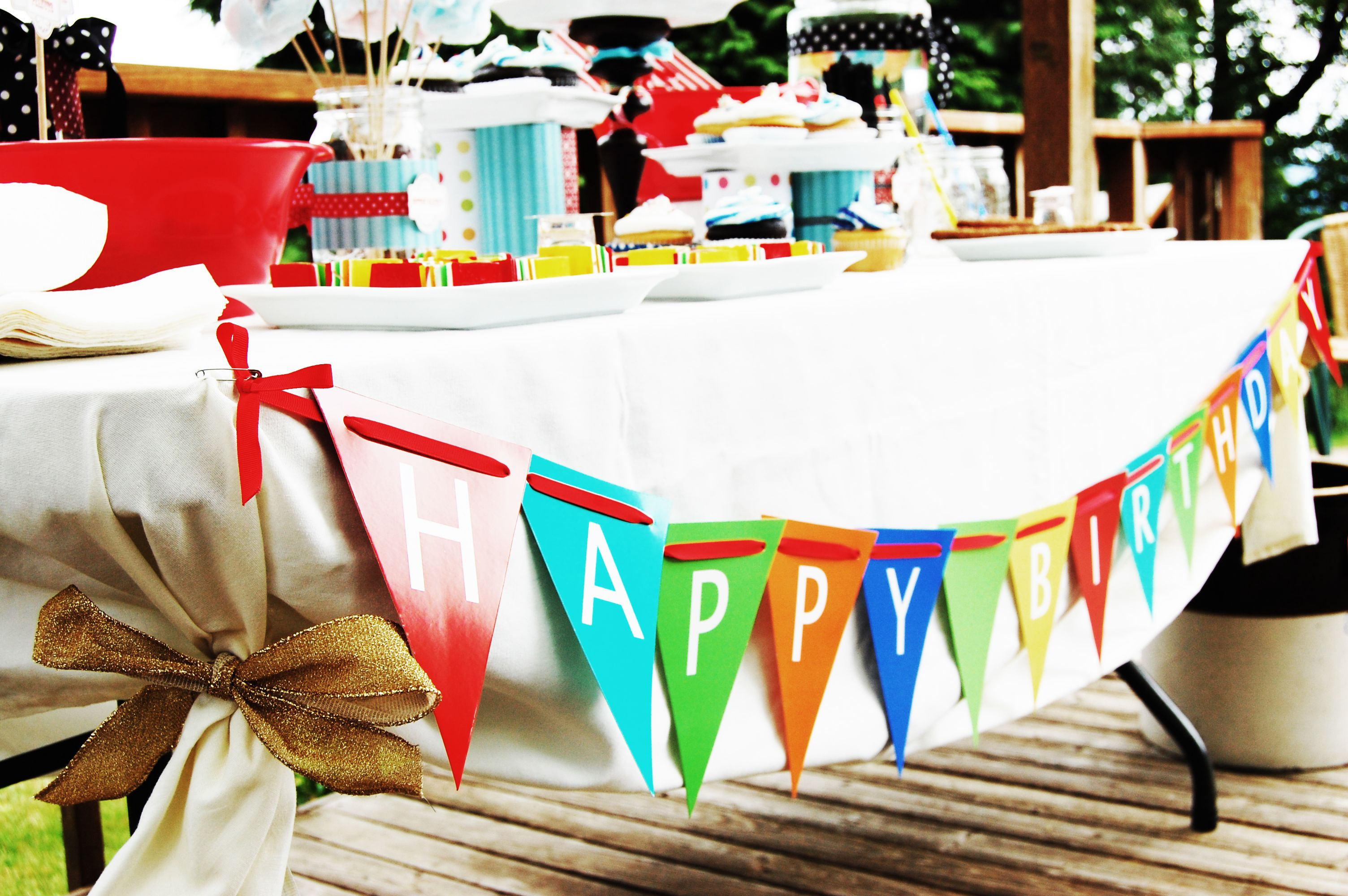 A Birthday Circus | Food table decorations, Circus theme and Table ...