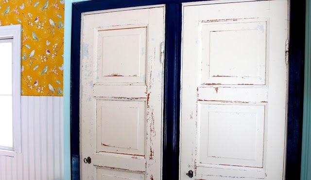 """Riuttala Old School: kiinteät kaapit """"uusiorakennettu"""" vanhoista ovista"""