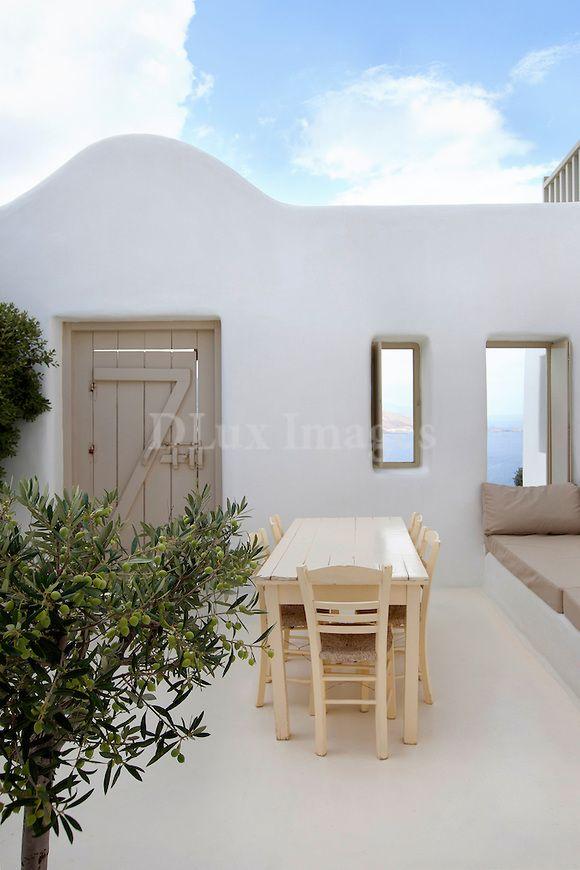 Mykonos island cycladic minimal sitting area greece - Deco terrasse la terrasse de style iles grecques et mediterraneen ...