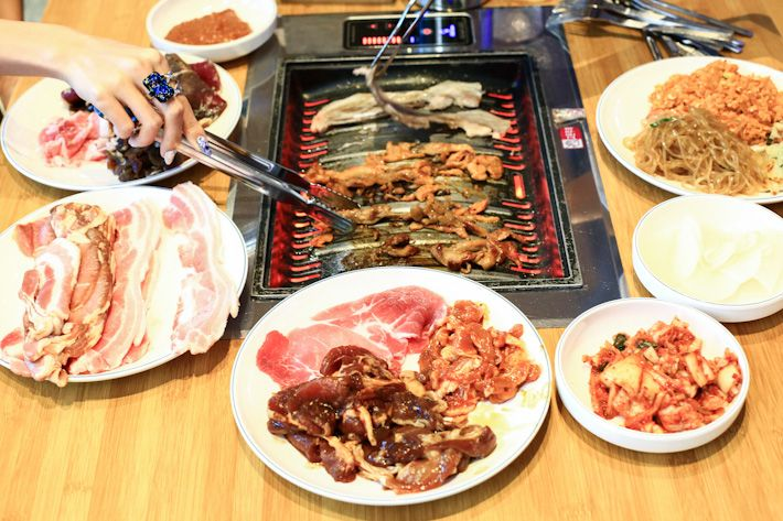 Daessiksin korean bbq restaurant opened by the folks for Side dishes for bbq ribs and chicken