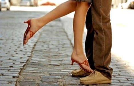 Έως τώρα γνωρίζαμε ότι το απαραίτητο συστατικό για μια υγιή σχέση είναι η επικοινωνία. Πρόσφατη έρευνα αποδεικνύει όμως ότι υπάρχουν και άλλα εξίσου σημαντικά στοιχεία που επηρεάζουν την ευτυχία των ζευγαριών.  Read more: http://rizopoulospost.com/ftanei-mono-h-epikoinwnia-gia-mia-eftyxismenh-sxesh/#ixzz2cUjaulRs  Follow us: @Rizopoulos Post on Twitter   RizopoulosPost on Facebook #Greece #community
