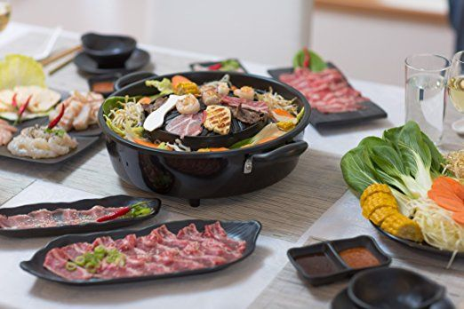 barbecue électrique et fondue dAsie Le barbecue thaïlandais original et Hot Pot La cuisine minceur saine de l`Asie: un barbecue de table Faites des grillades sans ajouter de matière grasse. TomYang Barbecue avec accessoires Premium pour 2 personnes