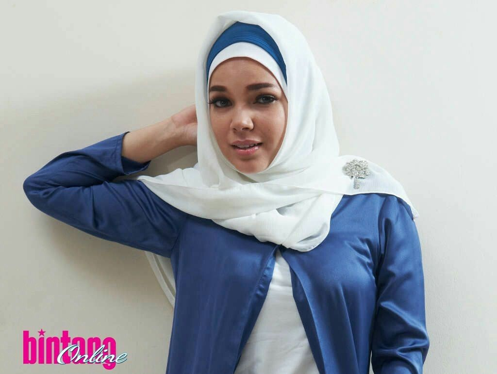 Dewi Sandra Celebrity In Hijab Pinterest