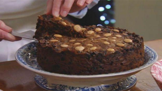 Christmas Fruit Cake Recipe With Brandy.Kirstie And Phil S Perfect Christmas Quick Christmas Cake
