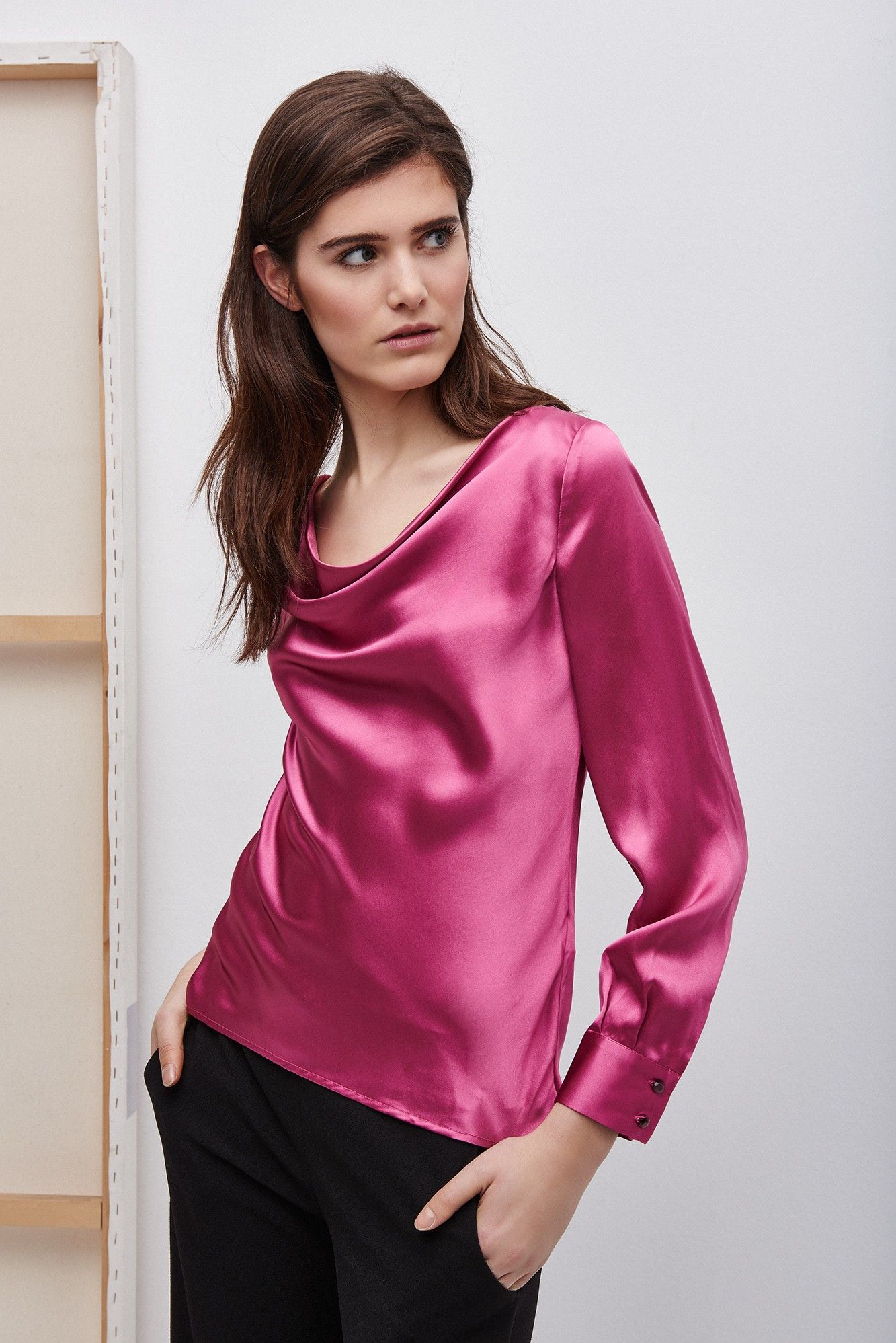 b9a98c7916 Blusa de seda en tono frambuesa - camisas y tops
