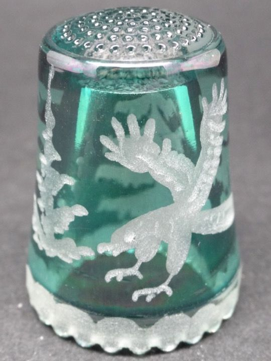 Ullmannglass. Cristal tallado. Alemania. Thimble-Dedal-Fingerhut.