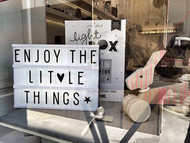 Leuchtkasten zum Selberbeschriften von 'A Little Lovely Company' – erhältlich bei uns im Laden