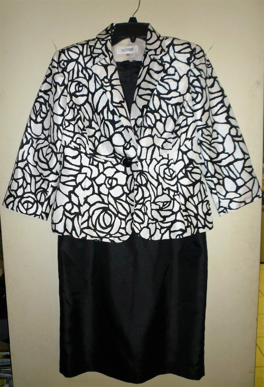 Cool great ladies sz black u white silklook lined piece jacket