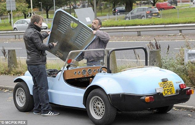 Car trouble? Simon Gregson's Corrie alter-ego Steve McDonald appeared to run into vehicula...