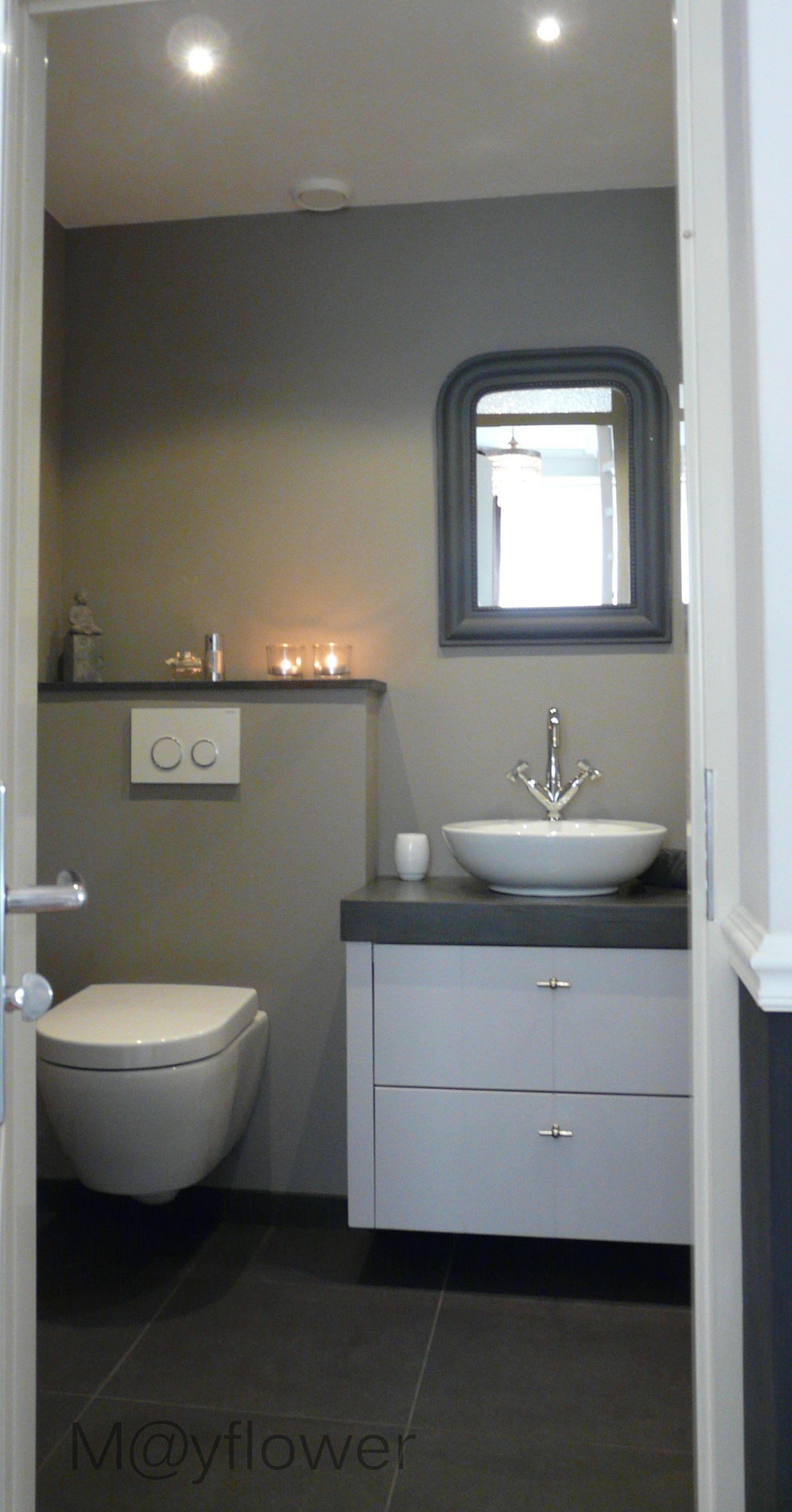 kleurencombinatie verschillende grijstinten en wit | Badkamer ...