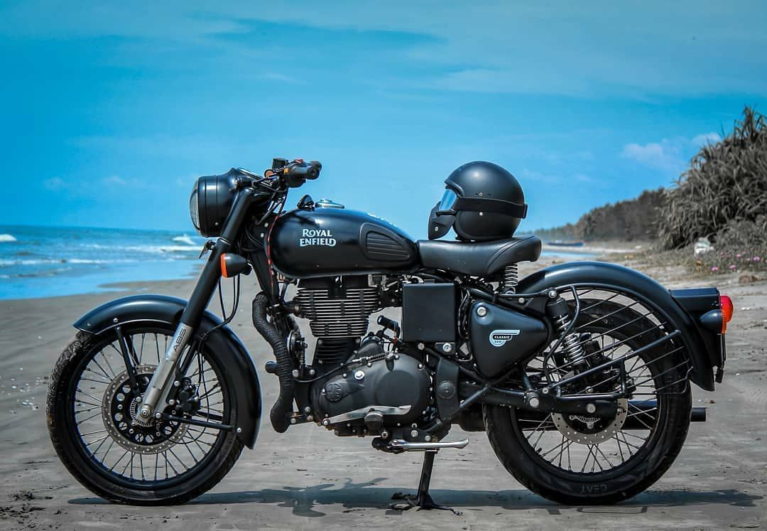 Pin By Priyarr 72 On Royal Enfield In 2020 With Images Royal