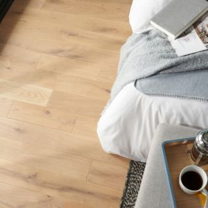 Goodhome Lulea Natural Oak Solid Wood Flooring 1 01m Pack Solid Wood Flooring Solid Wood Flooring