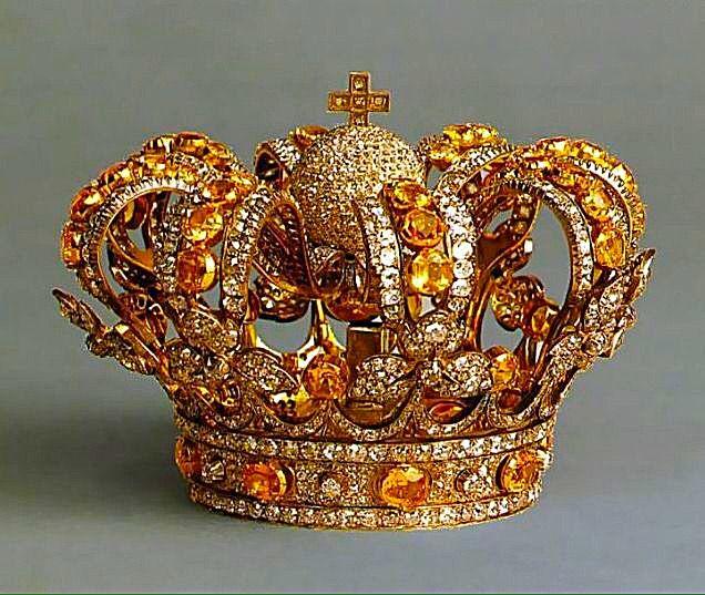 """Corona de Isabel II"". Spanish Royal Family."