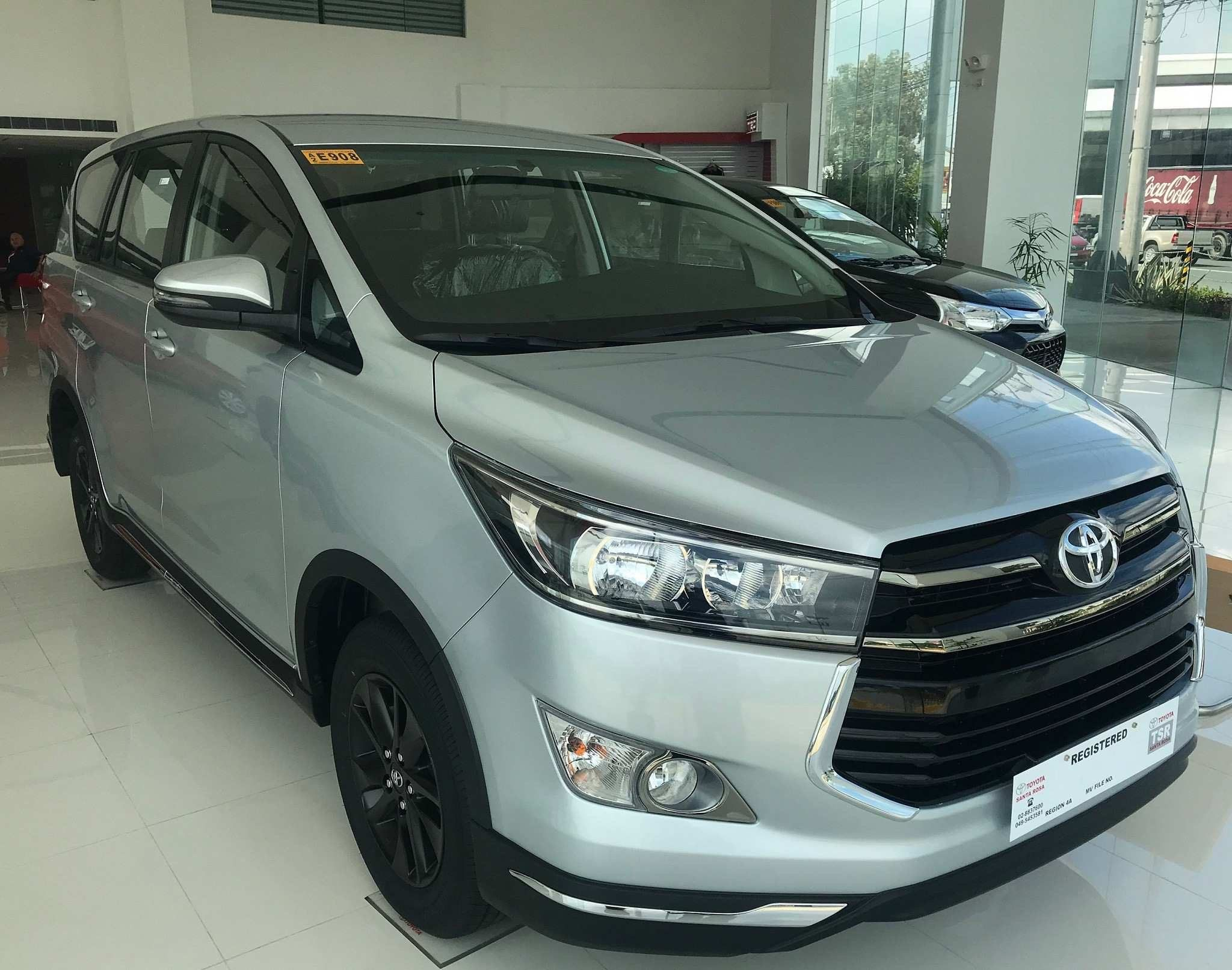 2020 Toyota Innova Images