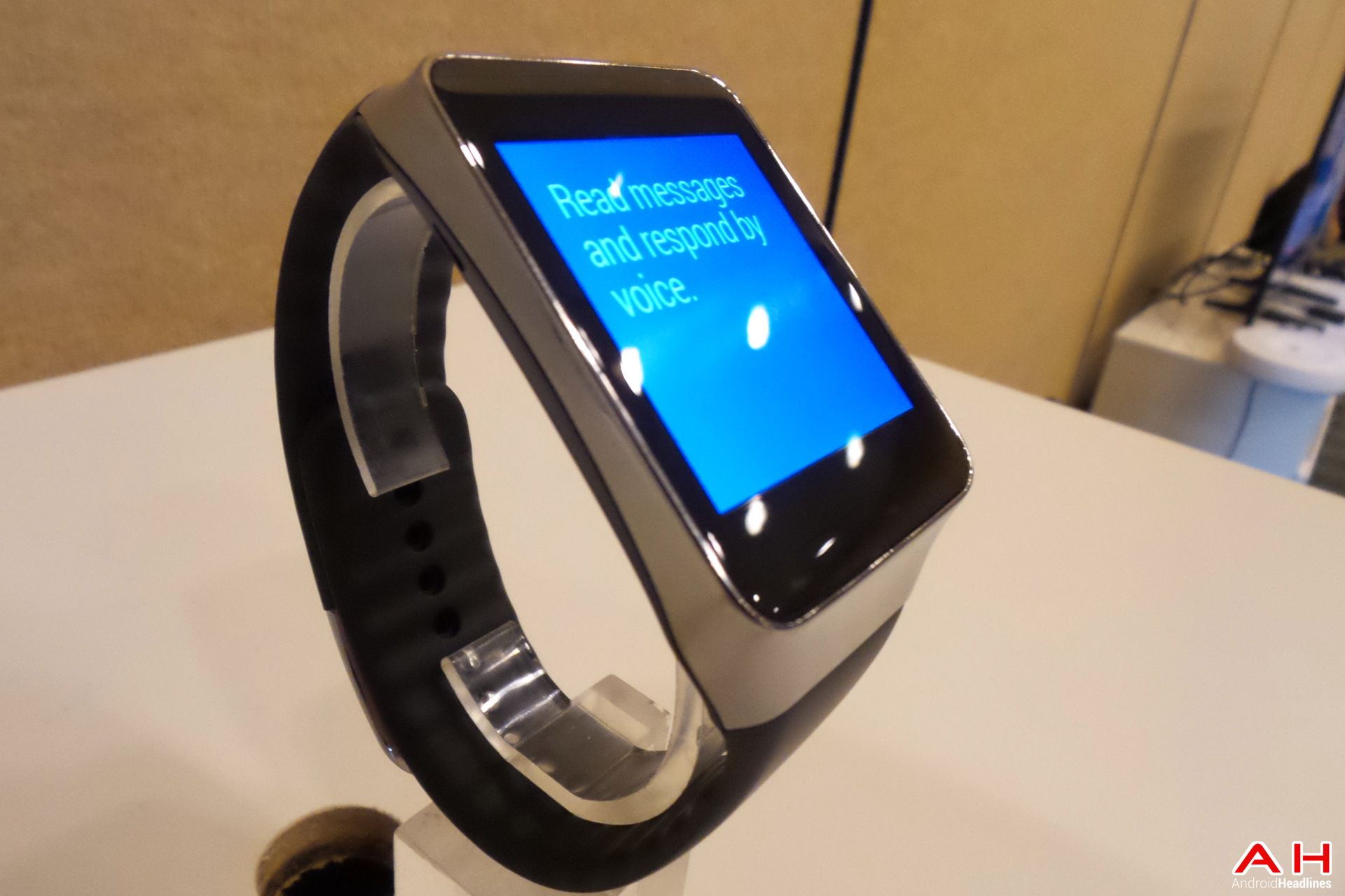 Samsung gear live in vs Sony smartwatch 3