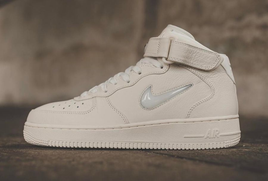 Chaussure NikeLab Air Force 1 Mid Premium Sail (1) | Air