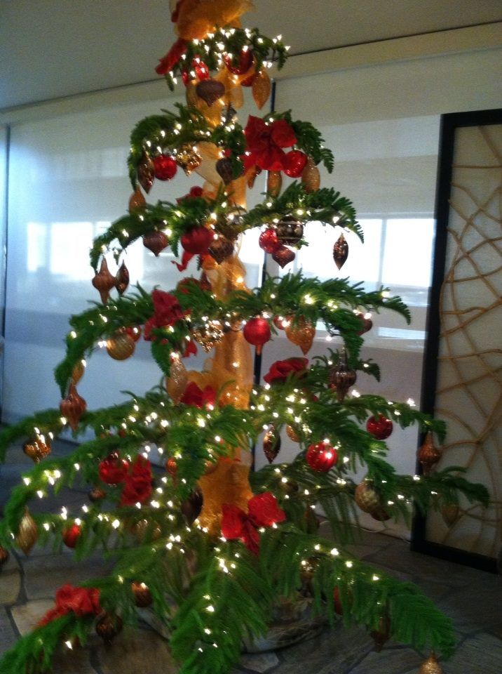 The Hawaiian Christmas Tree At The Honolulu Airport In The