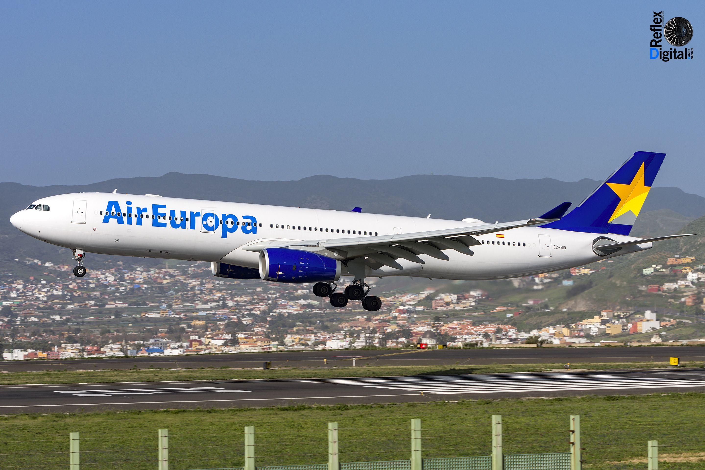 A333 de @aireuropa con librea híbrida entre Skymark (cola) y la nueva imagen de la compañía.