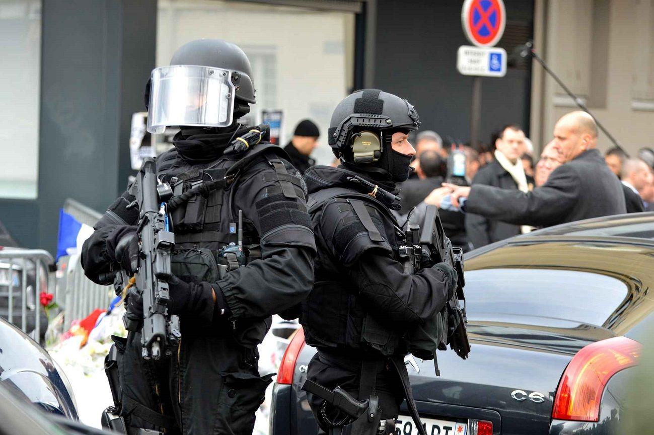 Fond Ecran Raid Police Logo