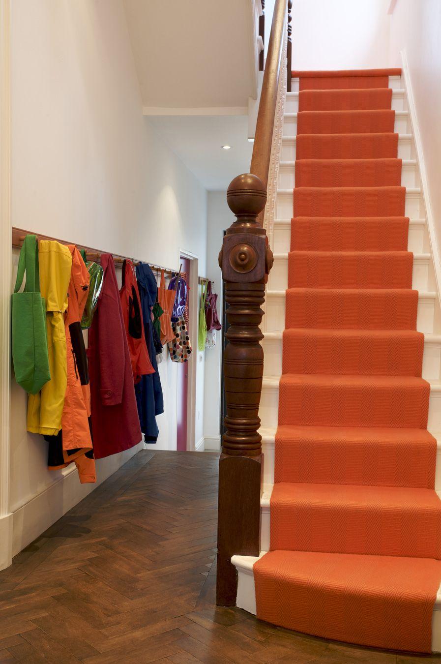 Hallway stair carpet ideas  Een opvallende kleur tapijt voor op de trap Durf jij het aan