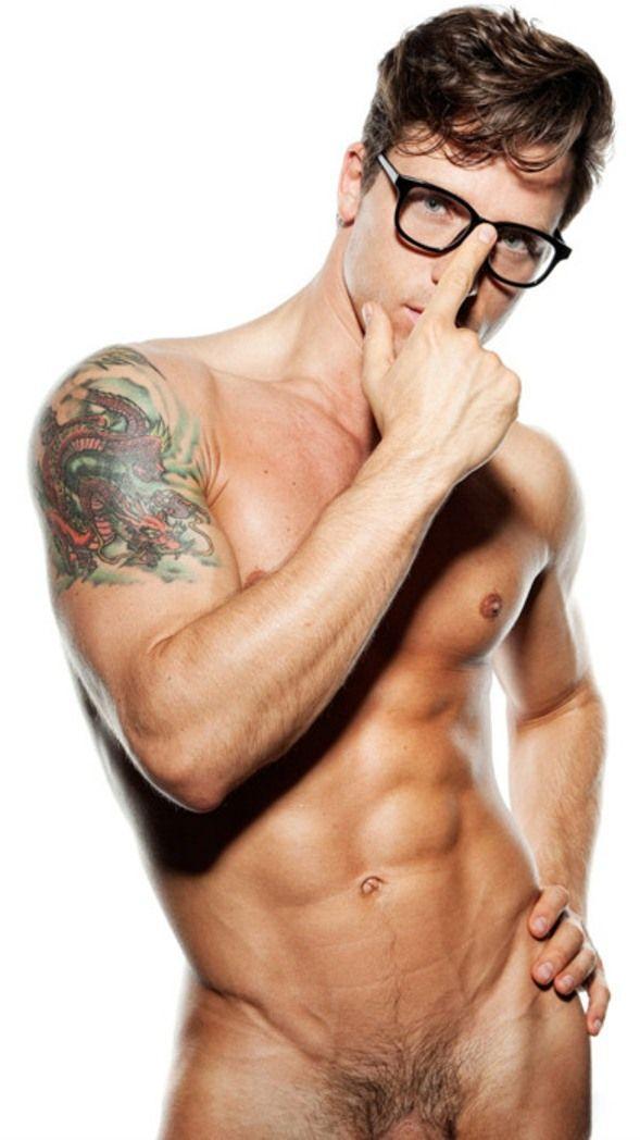 tatuajes escolta desnudo