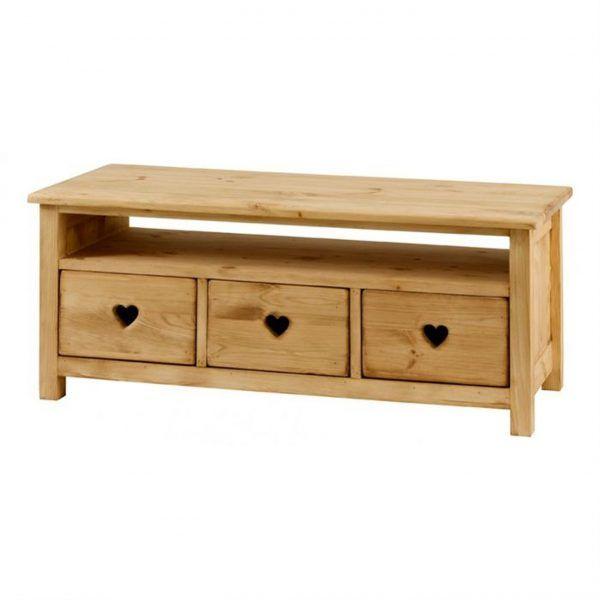 Découvrez le meuble tv en pin massif et ses 3 tiroirs traversants sculptés dun coeur pour un style montagne et authentique disponible sur grenier alpin
