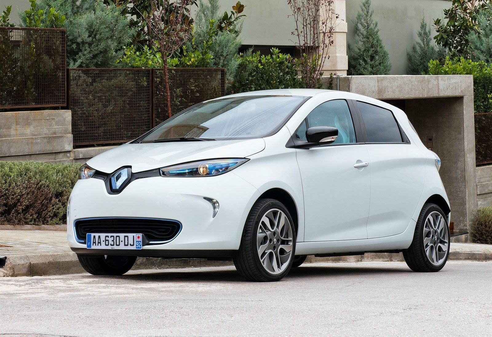 2015 Renault Zoe Gets More Range Reduced Charging Time Video Photo Gallery Renault Zoe Renault Monte Carlo Rally