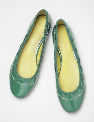 302bc660e90 scallop edge pumps. darling! #boden | Style | Shoes, Flats, Shoe boots