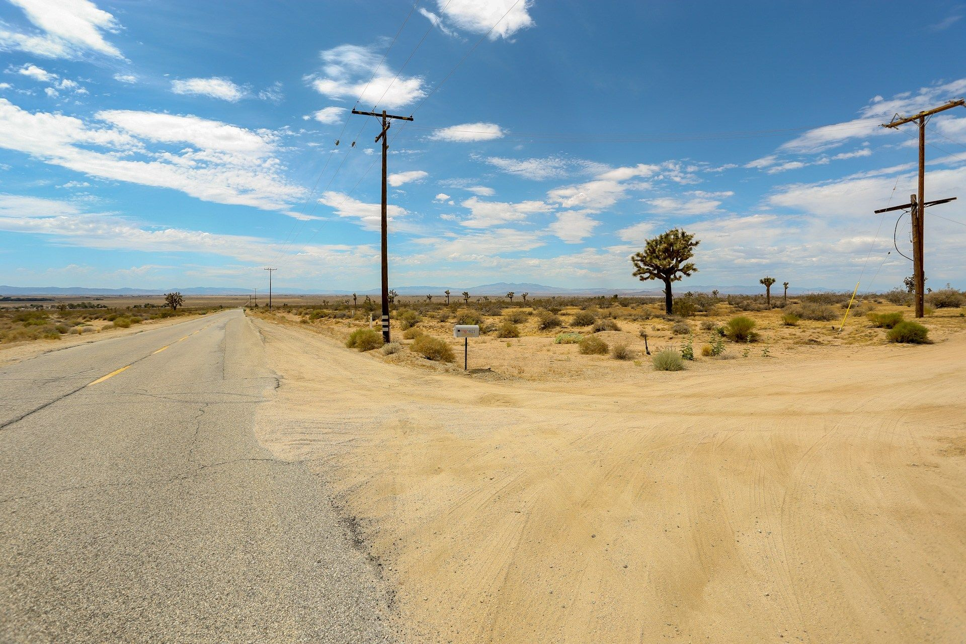 Lancaster California 2 5 Acres Buildable Lot With County Road And Electric Elegment Land In 2020 Lancaster California Acre Road