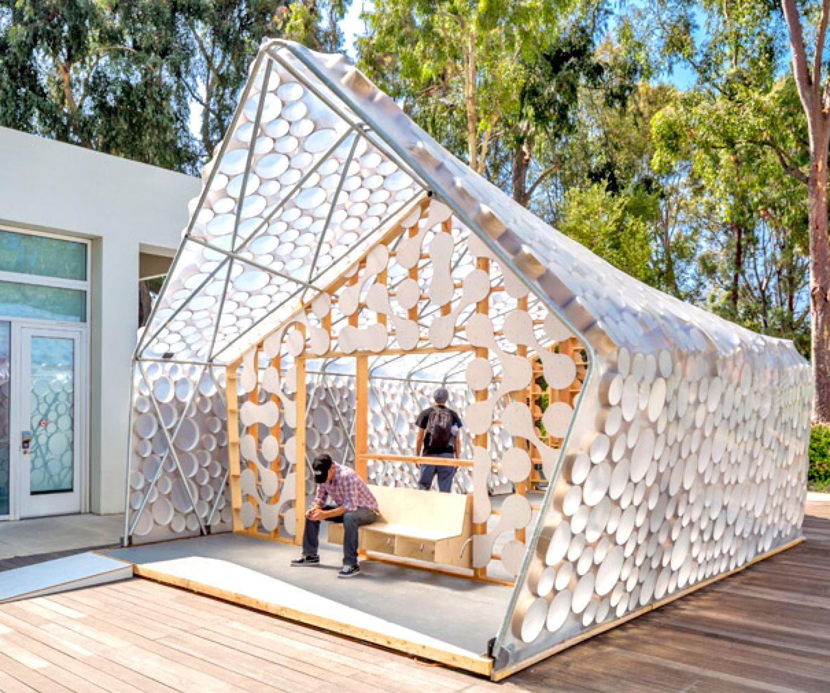 Backyard BI(h)OME Is A Tiny, Low-cost House With A Light