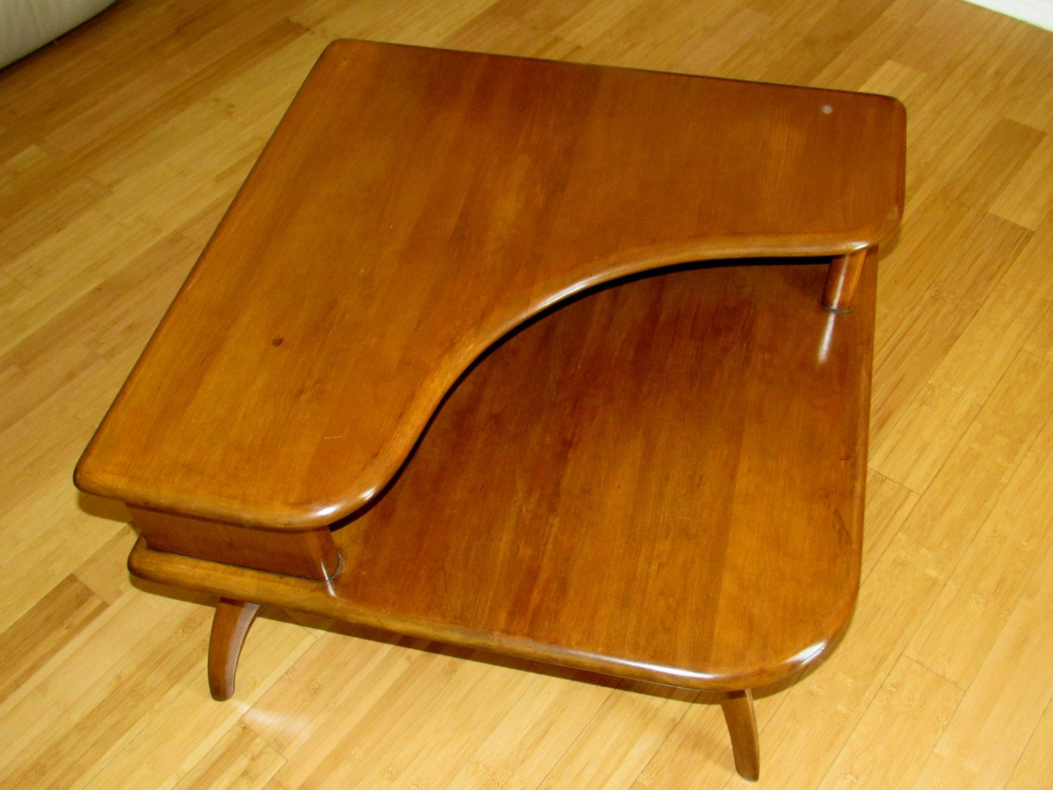 beautiful mid century heywood wakefield two tier corner end table with curved legs 1950u0027s