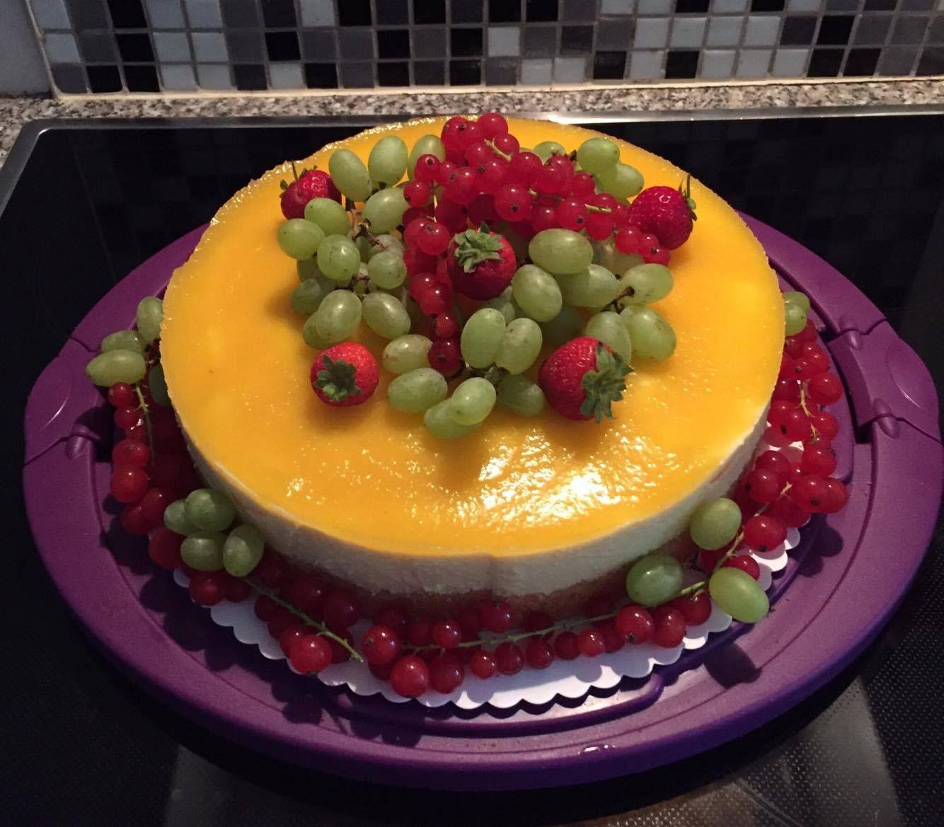 Eine Fruchtige Obst Torte Gebacken Von Carina Mit Den Praktischen Transparenten Folienstreifen Bringt Ihr Eure Tortendeko Obsttorte Tolle Torten