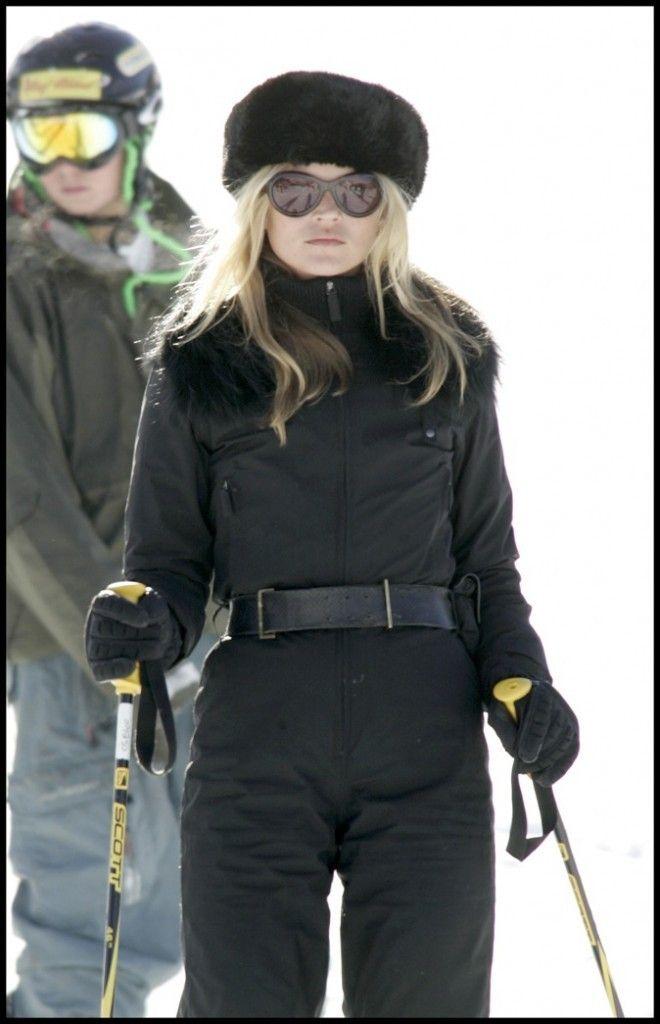 Tenues. Mode De Ski. Pas vraiment soviétique  KateMoss  Voilà justement une  preuve de plus pour porter la chapka 5fcb466e431