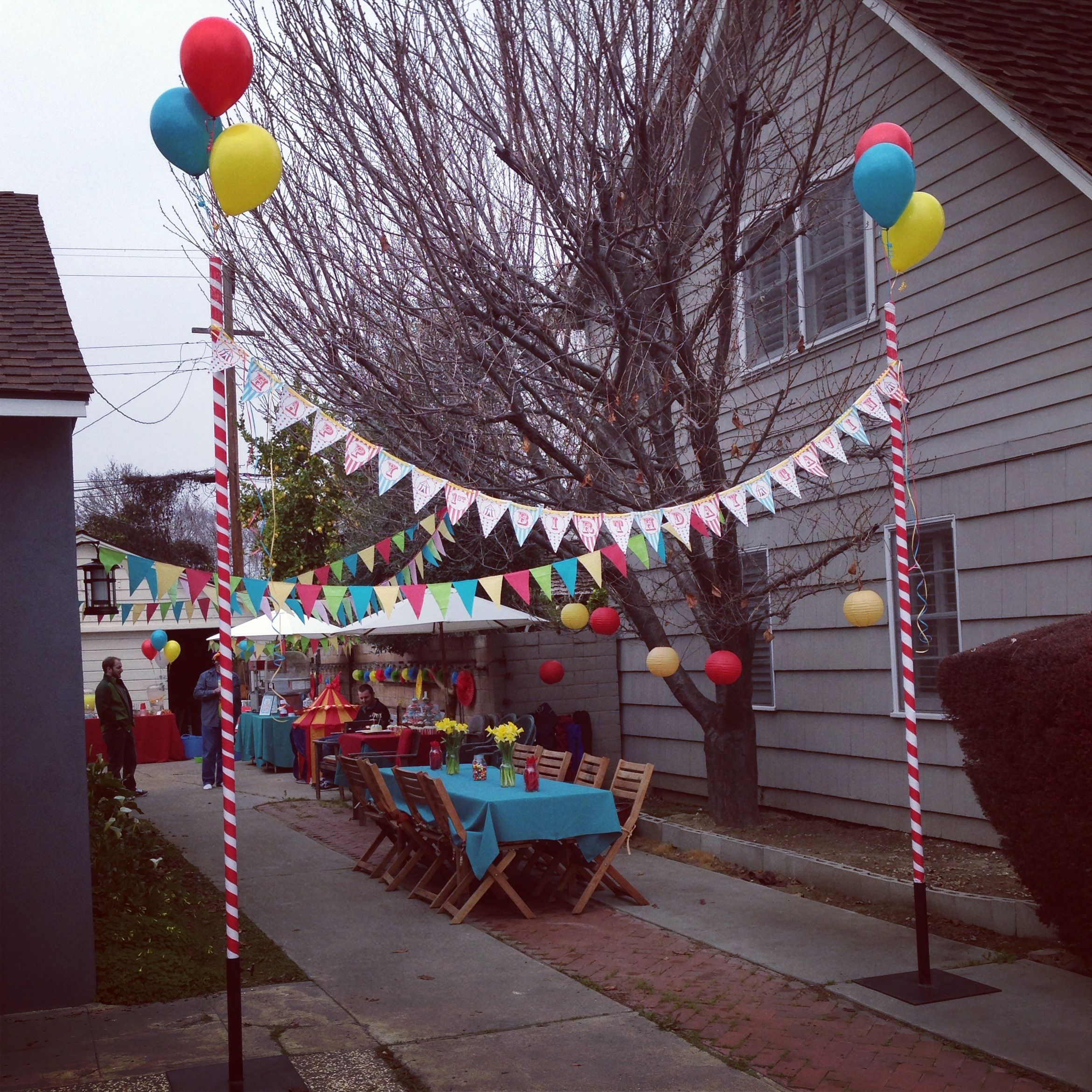 Circus party entrance buntings   Outdoors birthday party ...