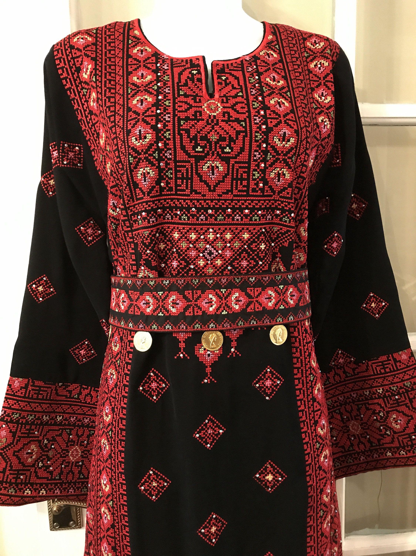 Black Dress kaftan / Tobe / Thobe / Thob with bautiful red ...