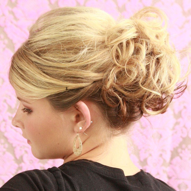 23 Evergreen Romantic Bridal Hairstyles: First Curl Hair Using Duo Shield 07 To Protect From Heat