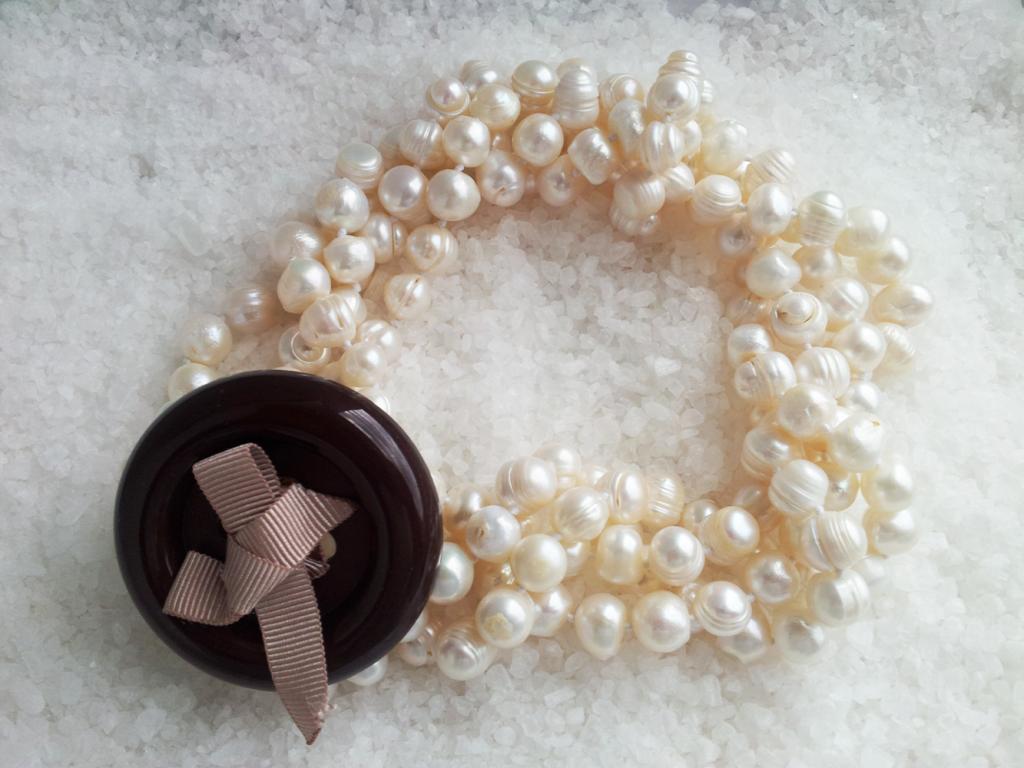d3e38f5c3416 Collar perlas cultivadas de rio y botón - Femenino y Singular ...