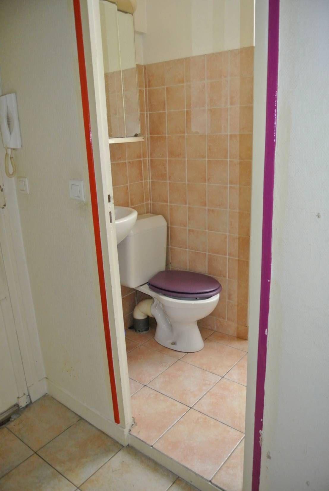vorher nachher gro es umstyling f r 4 kleine b der homify badezimmer badezimmer renovieren. Black Bedroom Furniture Sets. Home Design Ideas