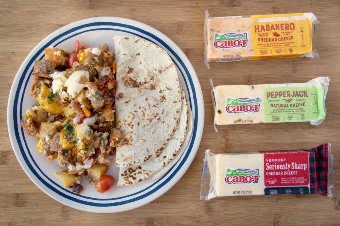 Frühstücksliebhaber Cheesy Skillet Breakfast Ihre Familie wird es lieben mit diesem köstlichen und einfach zuzubereitenden Bratpfannenfrühstück a...