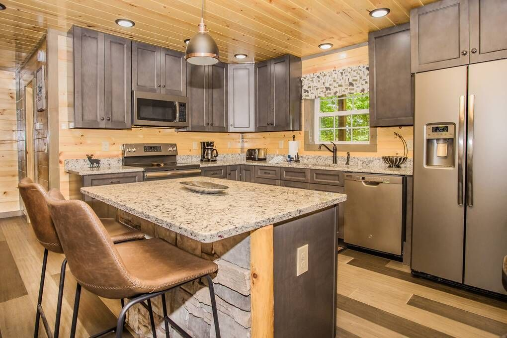 Andrea's Bear Lodge 4 Bedroom Cabin Rental in 2020