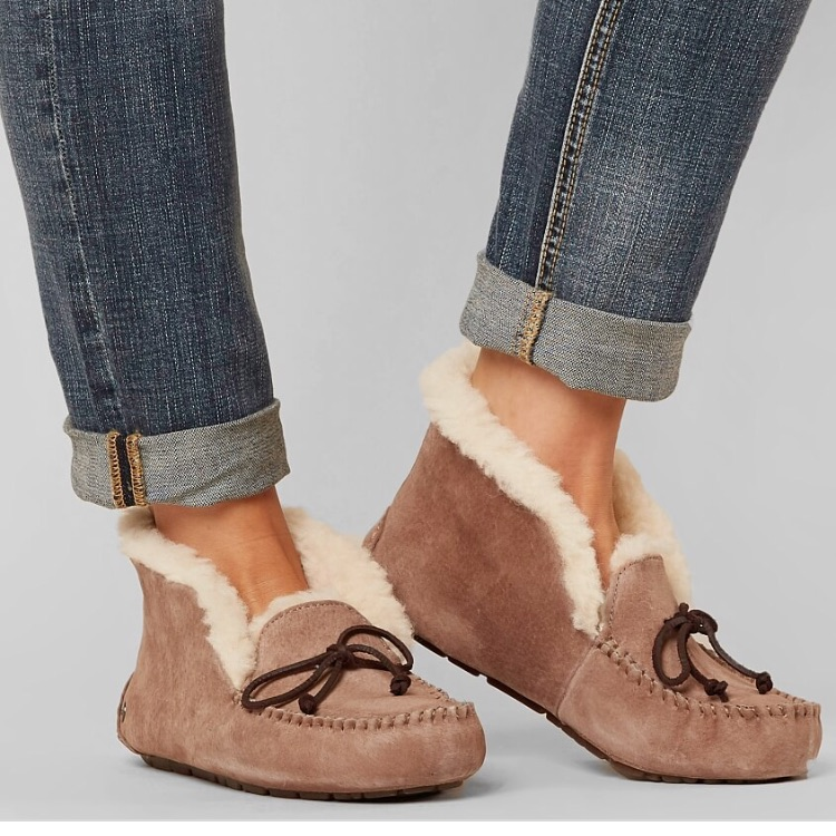 Ugg Alena Slipper Slippers Outfit Winter Outfits With Uggs Moccasin Outfit