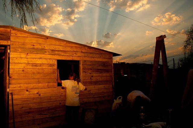 Rosario 1ra Construcción - Santa Fé - Agosto 2012 (16) by TECHO Argentina, via Flickr