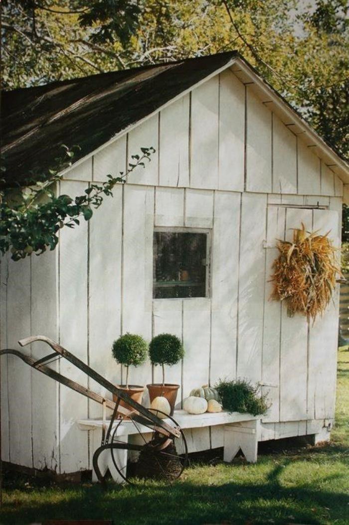 Shed Plans - cabanon de jardin, abri de jardin blanc avec peti banc