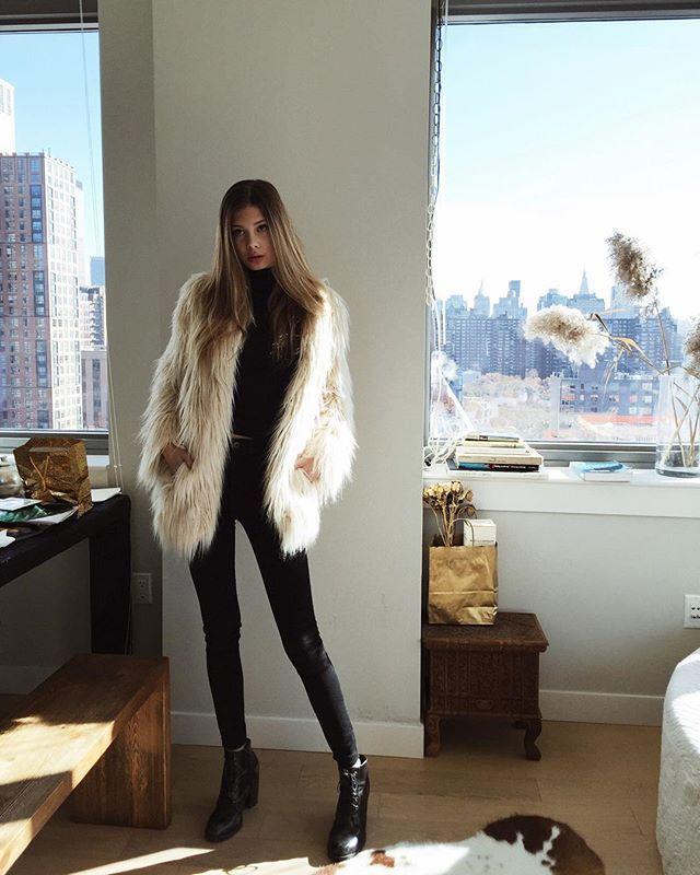 9d26a131b950 Style Fashion · Cute faux fur jacket over all black. Furr Coat