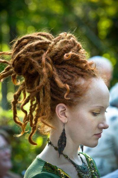 White Girls With Dreadlocks Auburn Dreadlocks In A Messy Bun Updo Hair Styles Dreadlock Styles Beautiful Dreadlocks