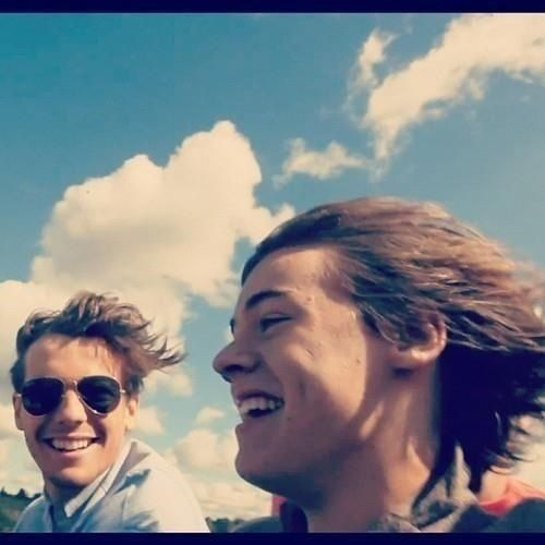 let's take a second to stare at harry's hair in the wind