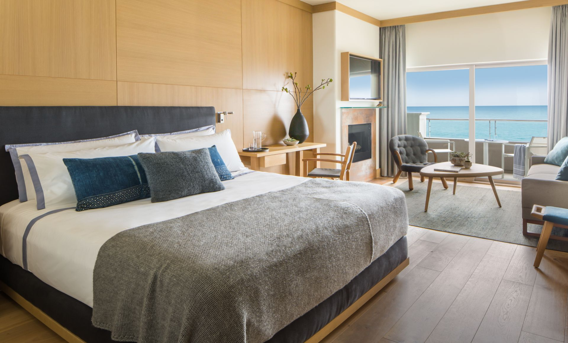 King Premier Ocean Front Luxury Hotel Rooms | Malibu Beach Inn