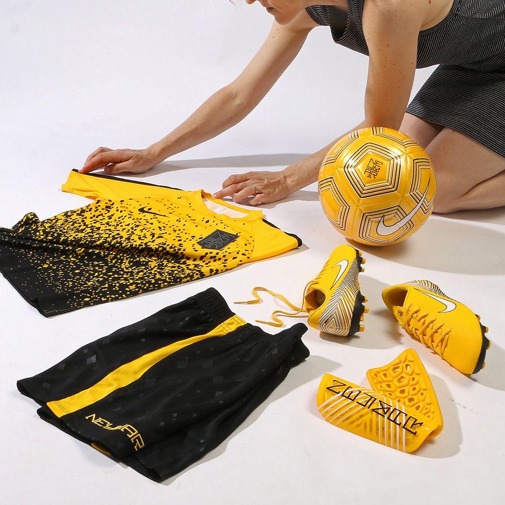 Compra en futbolmania las más actuales colecciones Nike Neymar Jr para  niño  botas de fútbol ecbe08f8be293