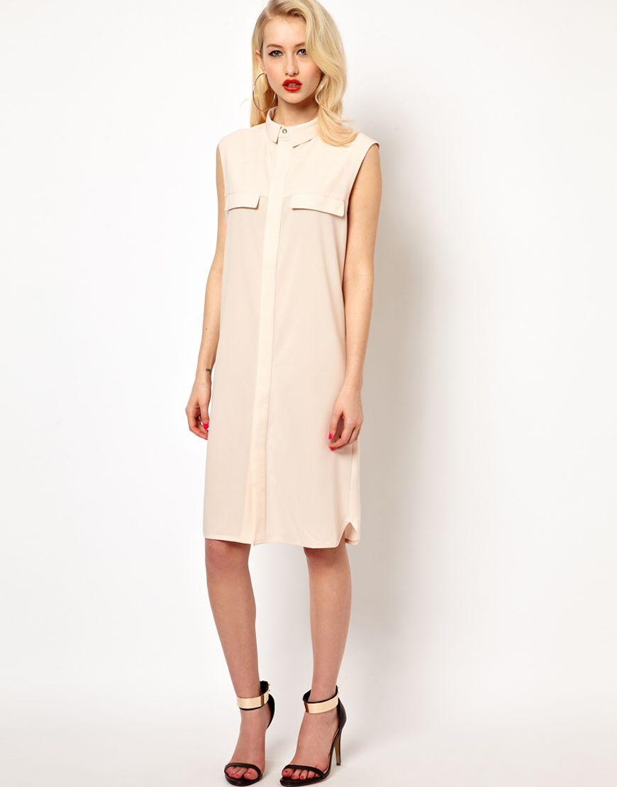 Kleid von Aqua - aus pflegeleichter Polyestermischung - schmaler, spitzer Kragen - verdeckte Knopfleiste vorn - angetäuschte Pattentaschen vorn - großer, dreieckiger Rückenausschnitt - leicht gerundeter Saum - normale Passform