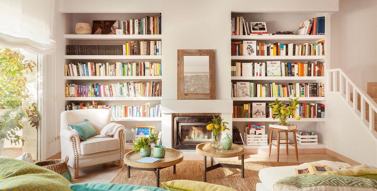 Salón con dos librerías empotradas simétricas a cada lado de la ...